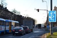 Odbočku k nemocnici řídí semafory