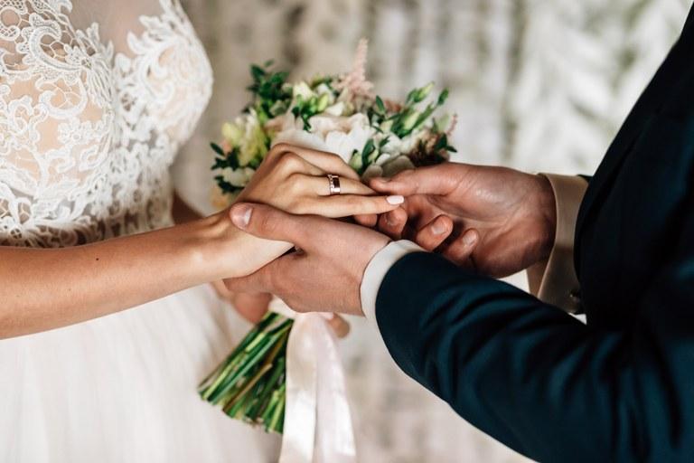 Svatby čekají omezení