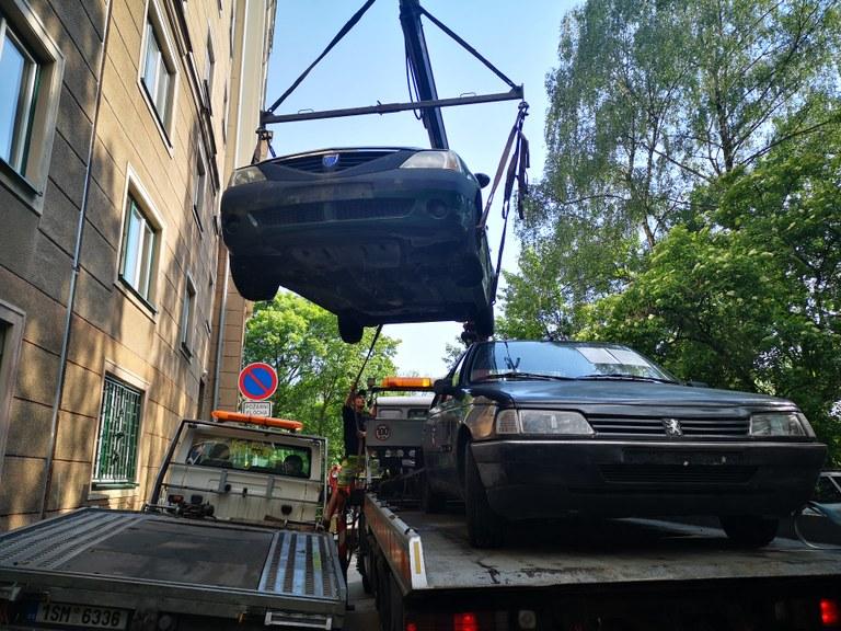 Z ulic Poruby mizí nepojízdné automobily