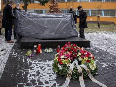 Památník obětem střelby byl odhalen