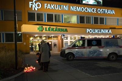 Fakultní nemocnice zřídila účet ve prospěch pozůstalých a obětí úterního útoku